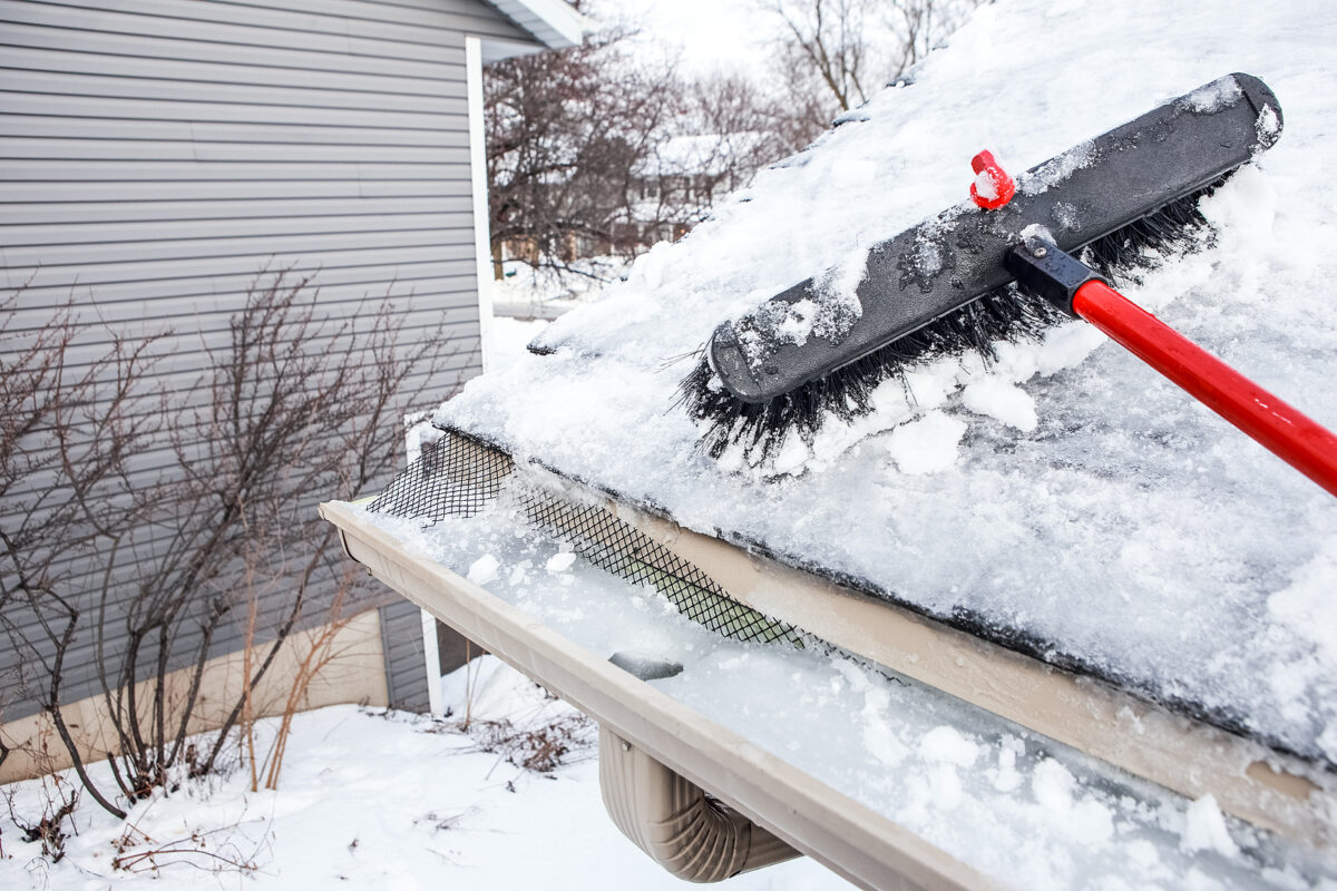 Practical Advice on Cleaning Gutters in Winter